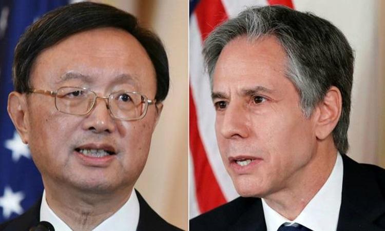 Ủy viên Quốc vụ viện Trung Quốc Dương Khiết Trì (trái) và Ngoại trưởng Mỹ Antony Blinken. Ảnh: Reuters.