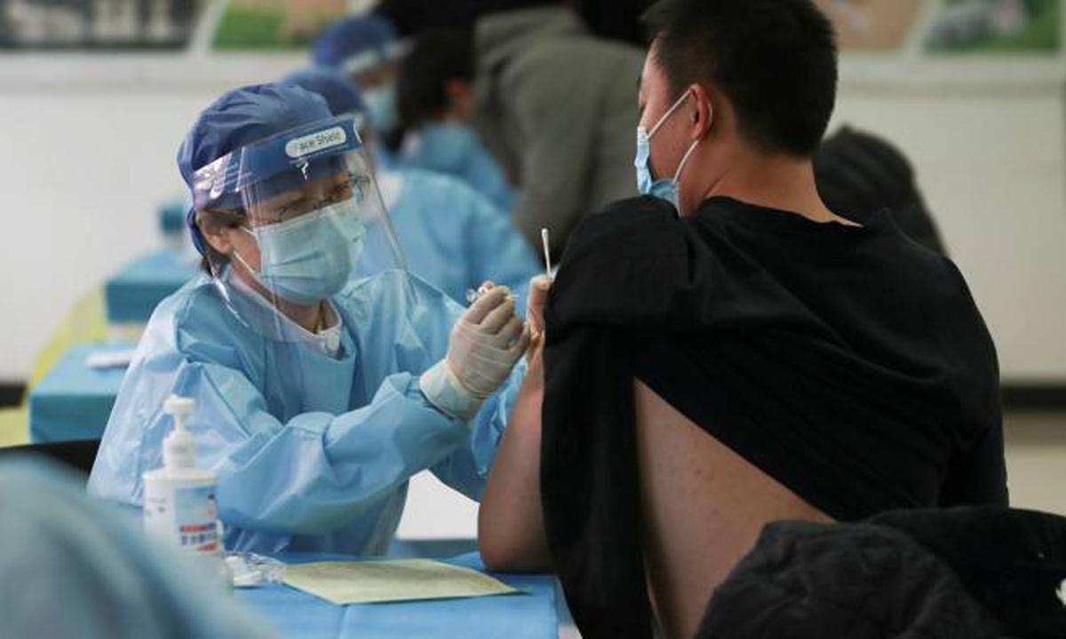 Một trung tâm tiêm chủng vaccine Covid-19 ở Bắc Kinh, Trung Quốc tháng trước. Ảnh: AFP.