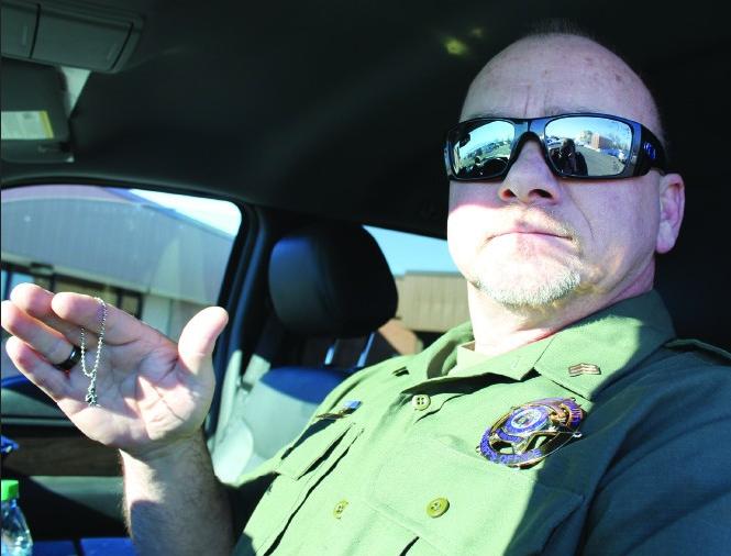 Cảnh sát viên David Brewer luôn giữ bên mình chiếc charm do Heidi Jones-Asay đưa cho để có động lực phá án. Ảnh: Salt Lake City Weekly.
