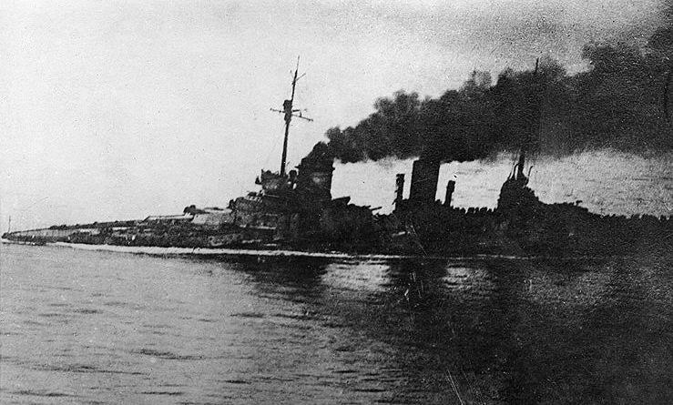 Tuần dương hạm SMS Seydlitz lết về cảng sau trận Jutland. Ảnh: Wikipedia.