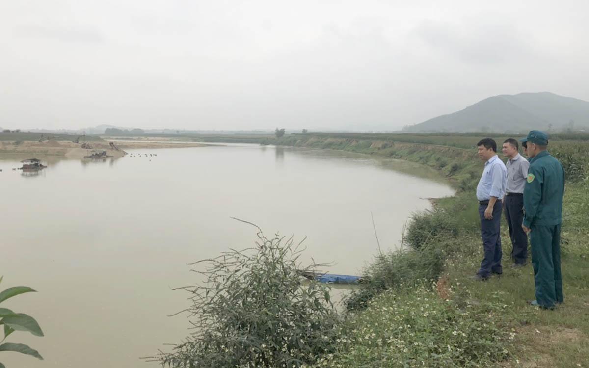 Sông Con qua địa bàn huyện Tân Kỳ, sáng 19/3. Ảnh: Văn Nguyễn