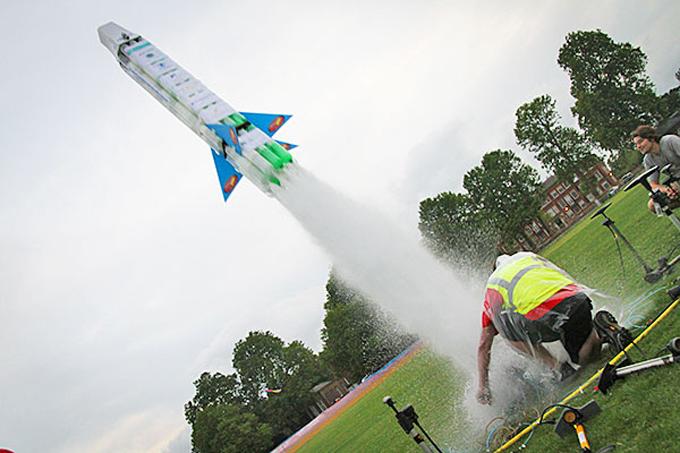 Tên lửa nước. Ảnh: ST.
