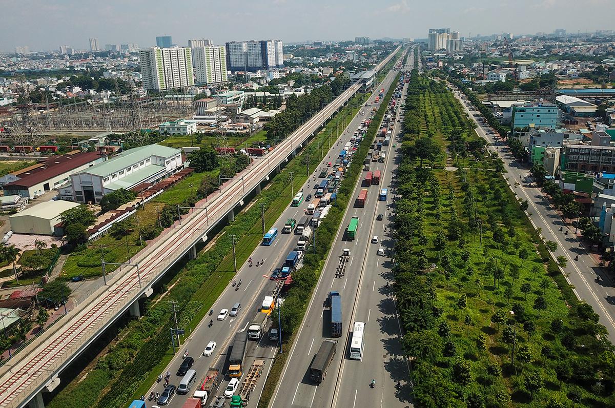 Xa lộ Hà Nội đoạn chạy qua TP Thủ Đức, tháng 9/2020. Ảnh: Quỳnh Trần.