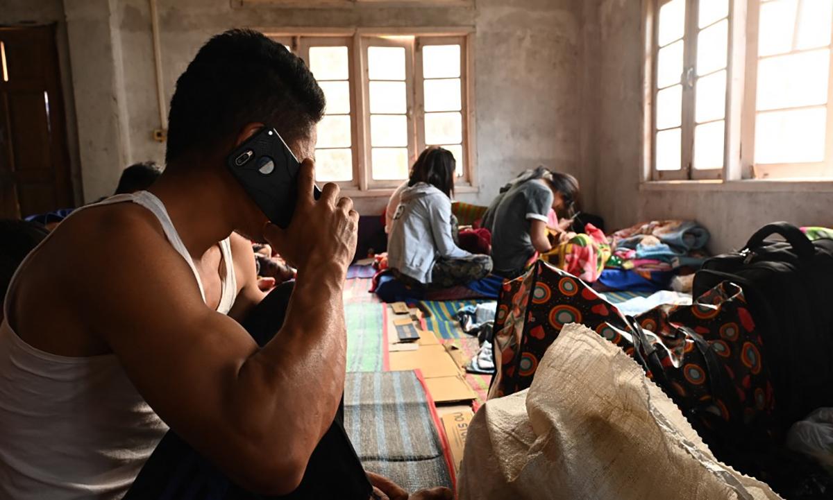 Dân nhập cư Myanmar tại một cơ sở lưu trú ở bang Mizoram của Ấn Độ ngày 13/3. Ảnh: AFP.