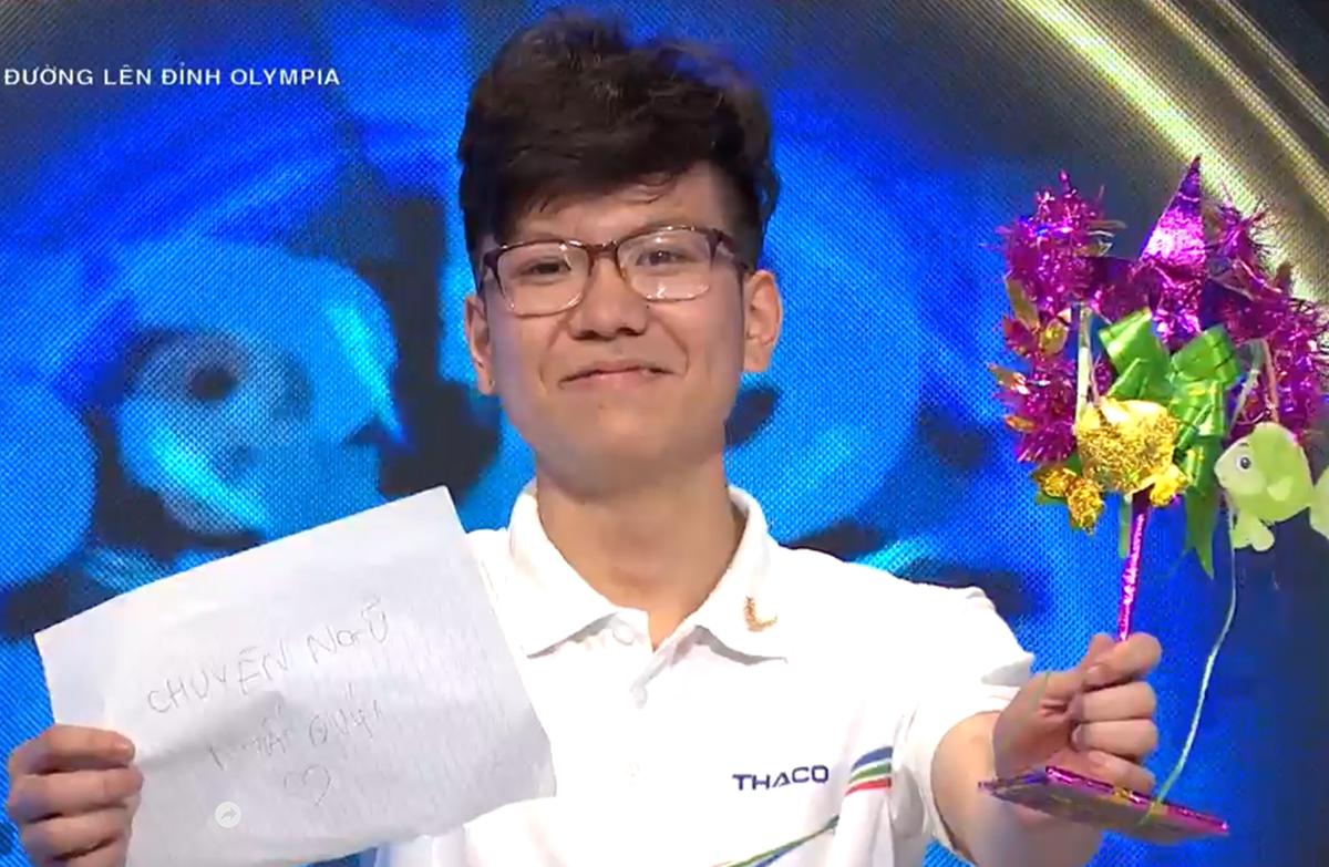 Nguyễn Việt Thái hiện là học sinh lớp 11 chuyên tiếng Đức của trường THPT chuyên Ngoại ngữ, Đại học Ngoại ngữ - Đại học Quốc gia Hà Nội. Ảnh chụp màn hình VTV.