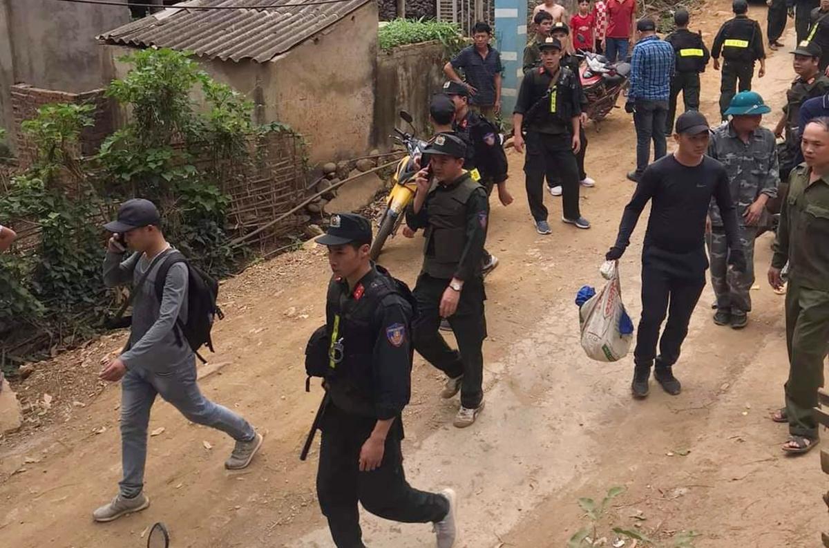 Cảnh sát truy lùng Chum, chiều 21/3. Ảnh: Diên Khánh.