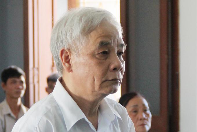 Ông Lê Văn Phước, cựu chánh án TAND Phú Yên tại phiên xử, chiều 26/5. Ảnh: Duy Khôi.