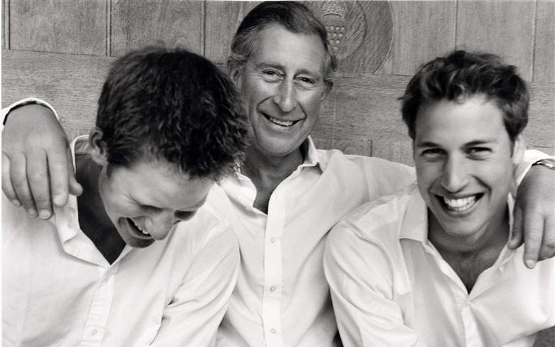 Thái tử Charles (giữa) và hai con trai William (phải), Harry năm 2014. Ảnh: Reuters.