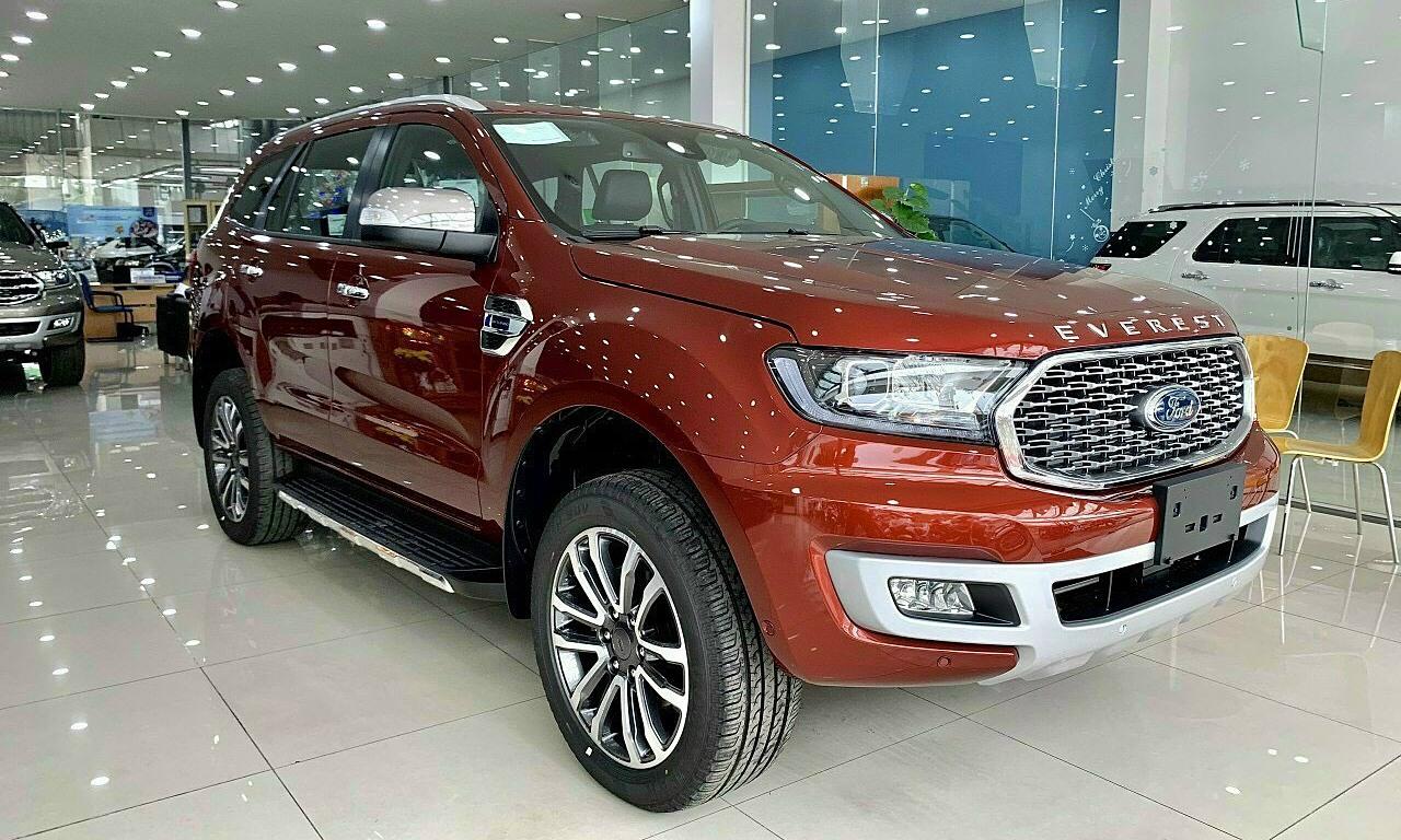 Ford Everest 2021 giảm giá gần 100 triệu đồng