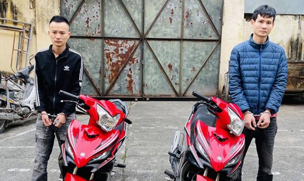 Hai nghi can Lại Văn Đức (trái) và Kim Hữu Mạnh bị bắt hôm 22/3. Ảnh: Lam Sơn.
