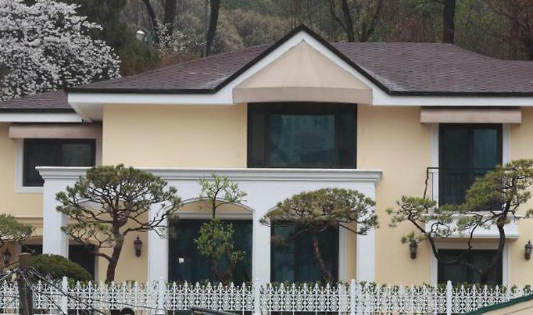 Căn nhà hai tầng của cựu tổng thống Hàn Quốc Park Geun-hey ở phía nam Seoul. Ảnh: Yonhap.