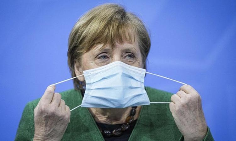 Thủ tướng Angela Merkel tại cuộc họp báo ở Berlin hôm nay. Ảnh: AP.