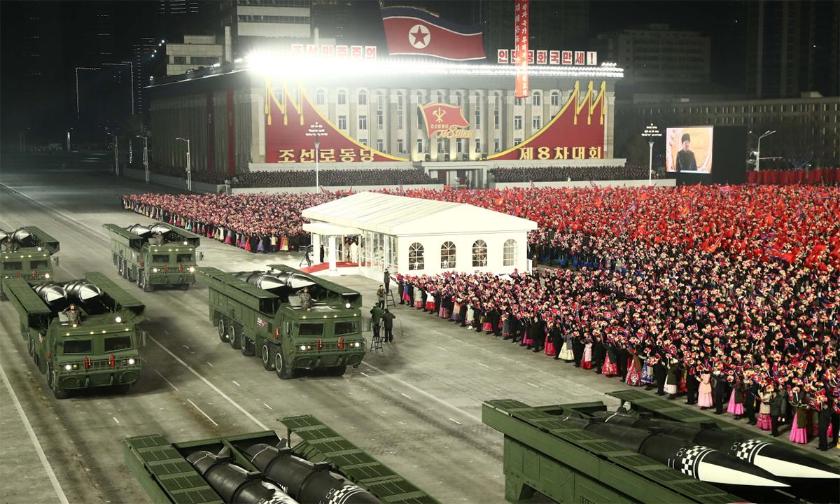 Tên lửa đạn đạo tầm ngắn của Triều Tiên trong lễ duyệt binh ở thủ đô Bình Nhưỡng ngày 10/1, Ảnh: KCNA.