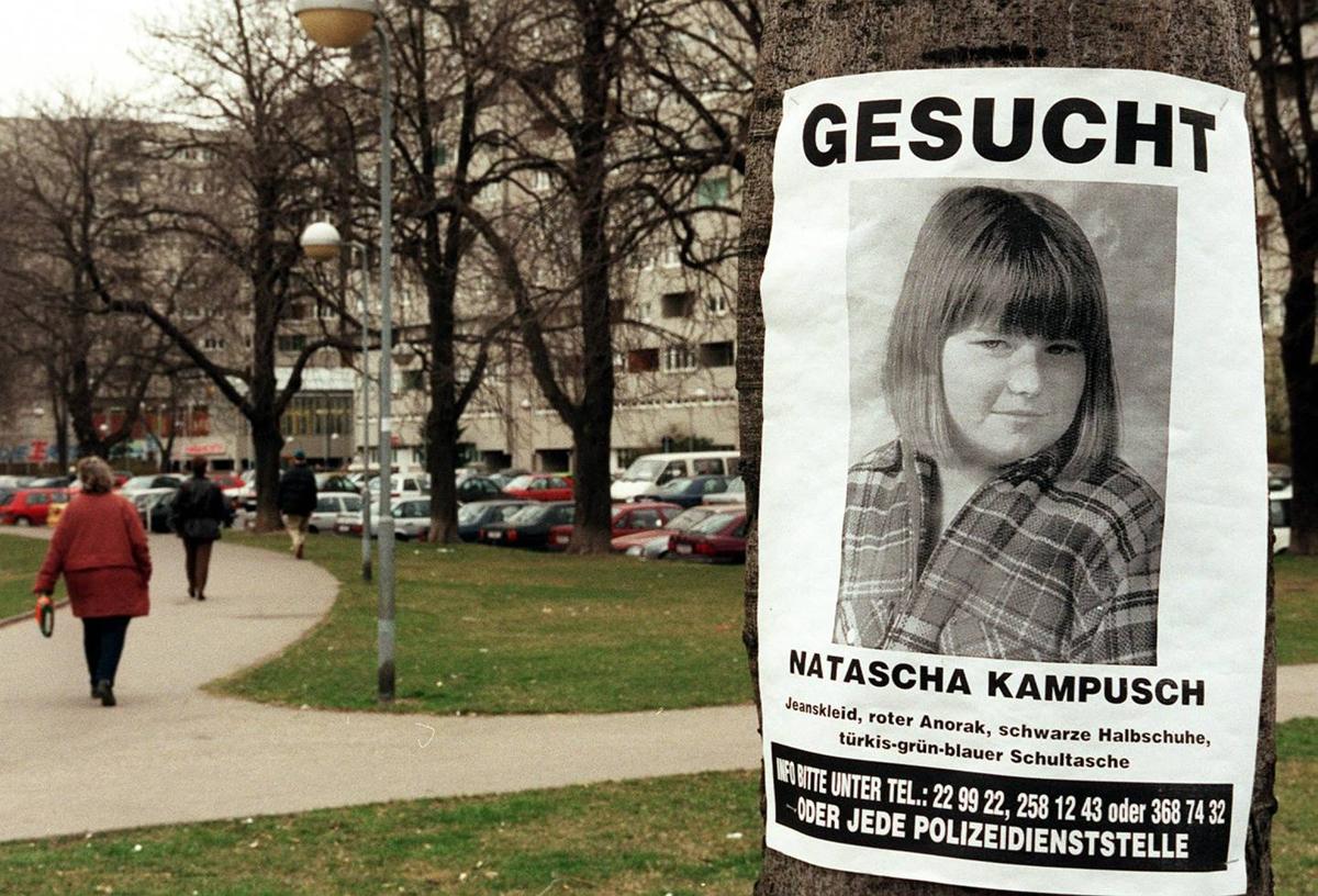 Một poster tìm kiếm thông tin trong vụ mất tích của Natascha Kampusch. Ảnh: AP.