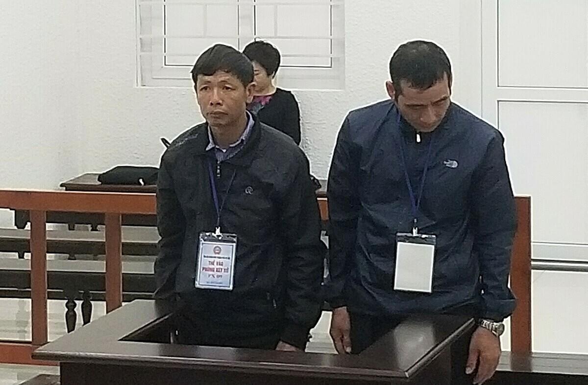 Bị cáo Quanng (trái) và Thành trong phiên phúc thẩm ngày 25/3. Ảnh: Hải Thư