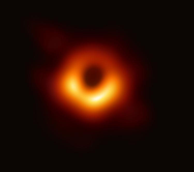 Ảnh chụp hố đen được công bố lần đầu tiên cách đây hai năm. Ảnh: EHT.