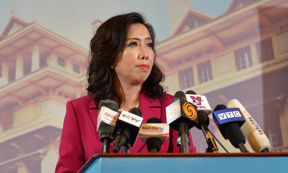Người phát ngôn Lê Thị Thu Hằng trong cuộc họp báo chiều 25/3. Ảnh: Vũ Anh.