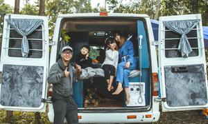 Vợ chồng độ xe thành 'nhà di động' đi du lịch