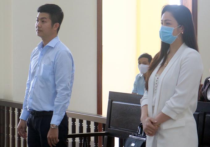 Nhật Kim Anh cùng chồng cũ Bửu Lộc tại tòa hồi tháng 8/2020. Ảnh: Cửu Long