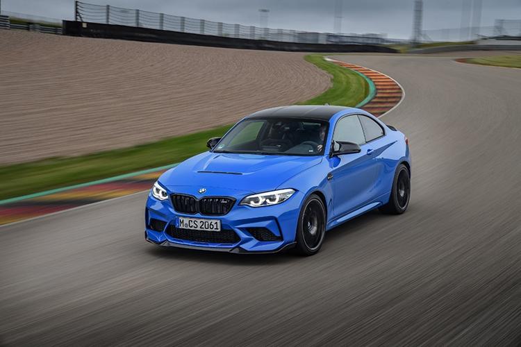 BMW M2 CS trong trường đua.
