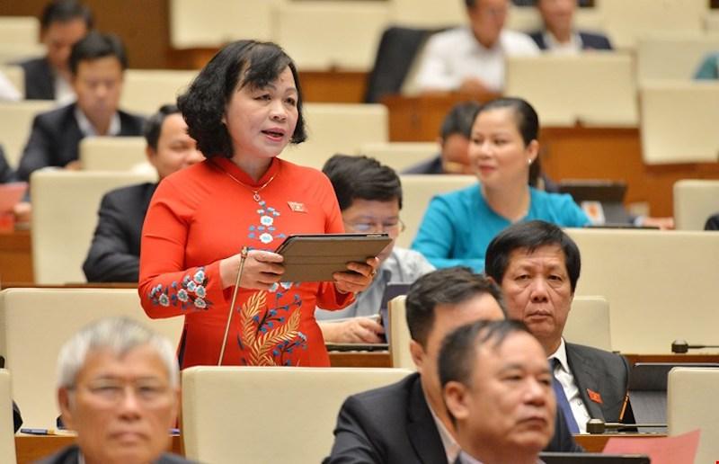 Đại biểu Nguyễn Thị Mai Hoa - Đoàn đại biểu Quốc hội tỉnh Đồng Tháp, phát biểu tại phiên thảo luận sáng 29/3. Ảnh: Hoàng Phong
