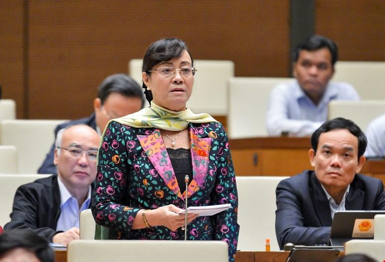 Đại biểu Nguyễn Thị Quyết Tâm phát biểu tại nghị trường. Ảnh: Giang Huy