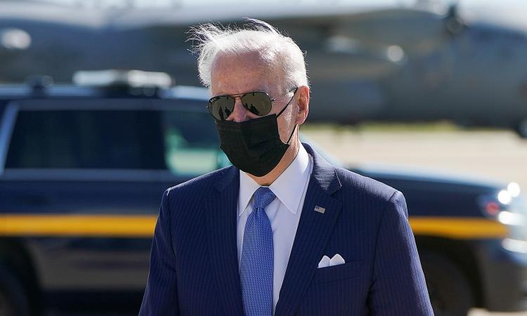 Tổng thống Mỹ Joe Biden tại sân bay New Castle, bang Delaware, hôm 26/3. Ảnh: Reuters.