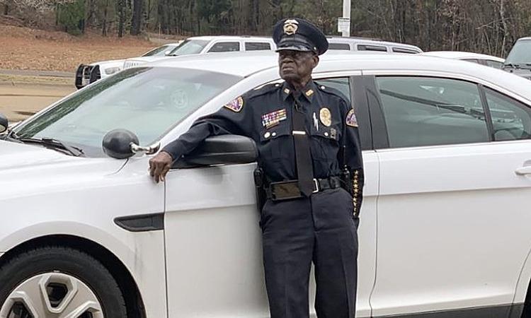 Cảnh sát 91 tuổi quyết không nghỉ hưu