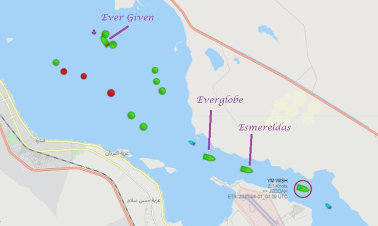 Tàu hàng Hong Kong YM Wish (khoanh đỏ) là tàu đầu tiên đi qua kênh Suez sau khi tuyến đường thủy này mở cửa trở lại. Ảnh: MarineTraffic.