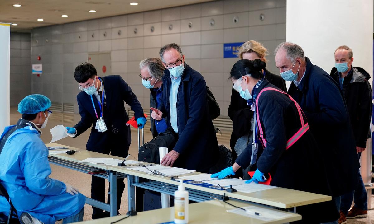 Nhóm điều tra của WHO đến Trung Quốc hồi giữa tháng 2. Ảnh: Reuters.