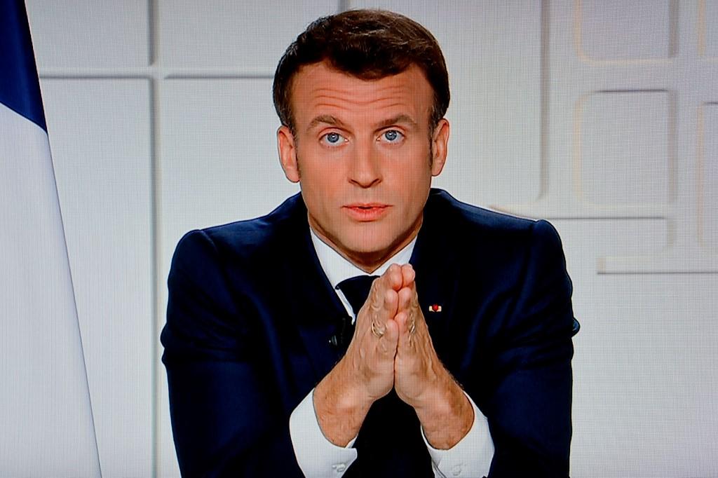 Tổng thống Pháp trong bài phát biểu về chiến lược chống Covid-19 phát đi trên truyền hình hôm 31/3. Ảnh: AFP