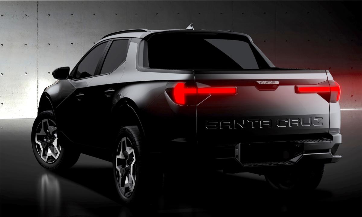 Tên xe dập nổi cỡ lớn ở cửa thùng xe. Ảnh: Hyundai