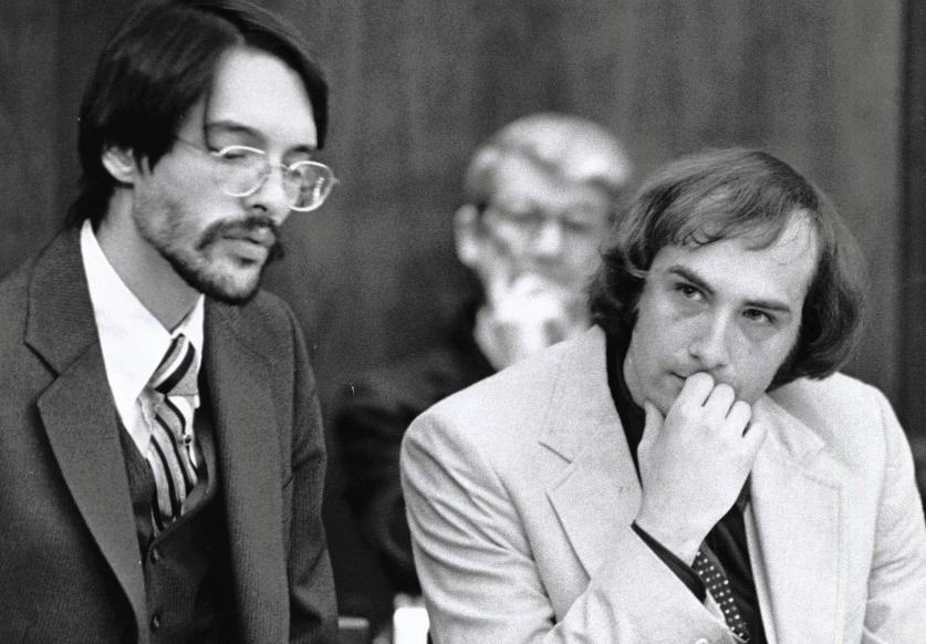 Billy Milligan (phải) tại tòa. Ảnh: Columbus Dispatch.