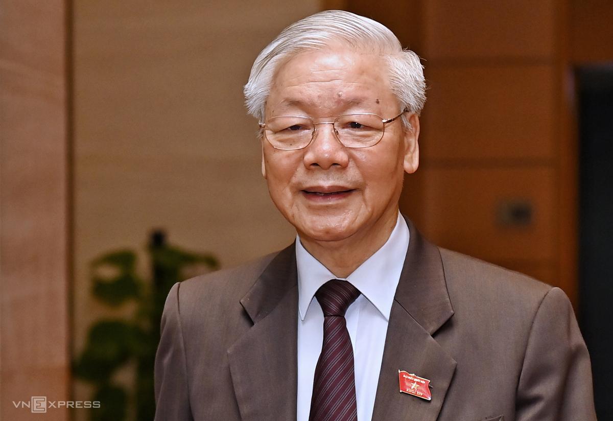 Tổng bí thư Nguyễn Phú Trọng bên hành lang Quốc hội chiều 2/4. Ảnh: Giang Huy