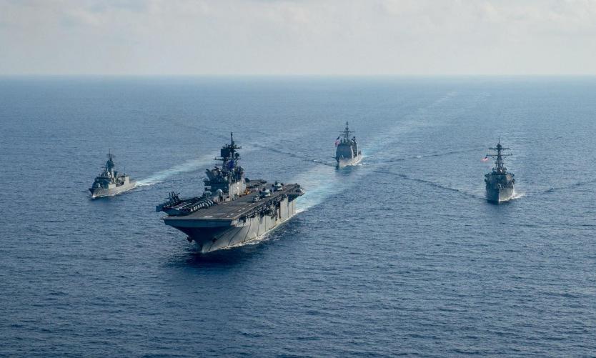 Tàu chiến Australia, Mỹ diễn tập trên Biển Đông năm 2020. Ảnh: US Navy.