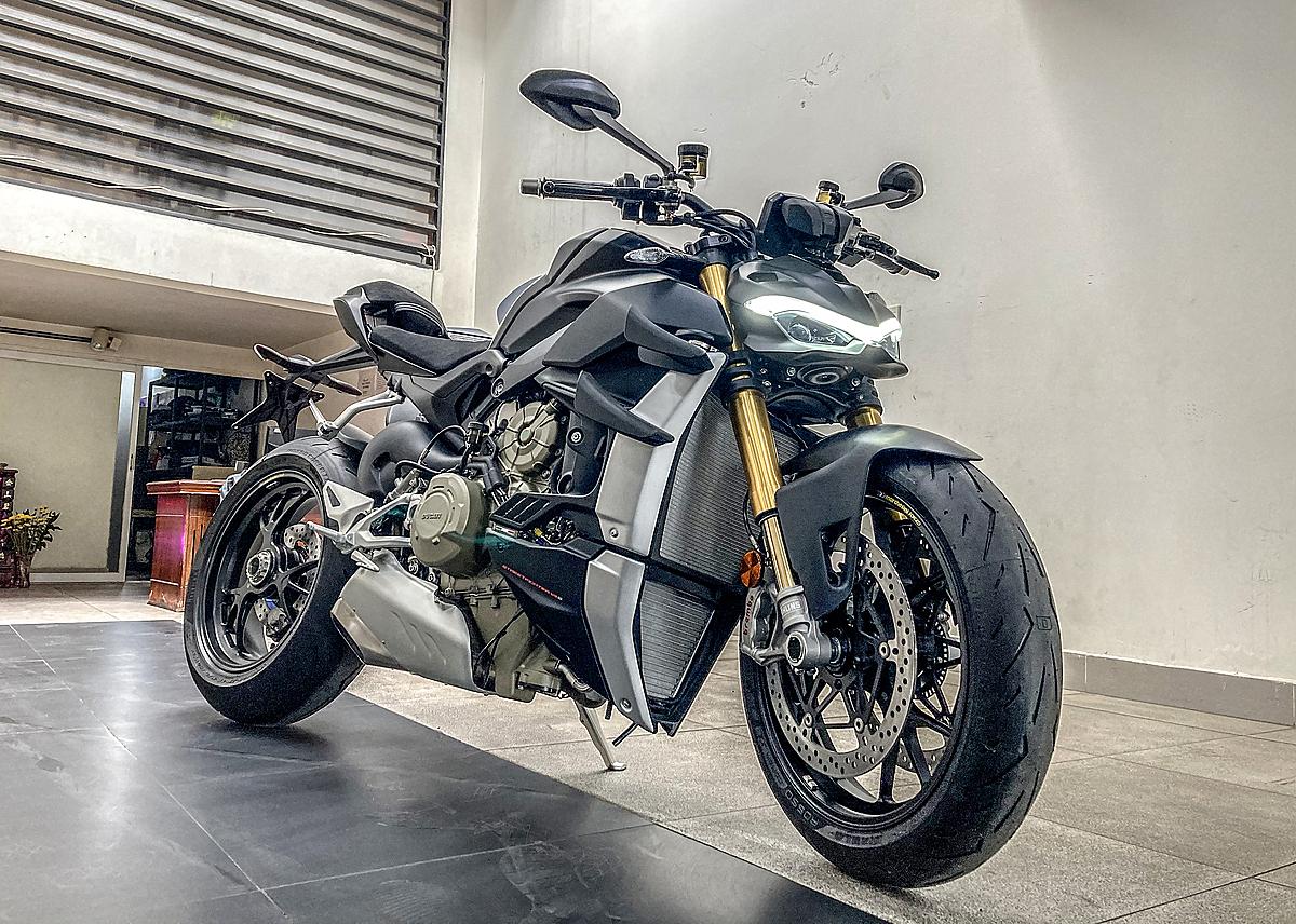 Ducati Streetfighter V4S tại một showroom trên đường Điện Biên Phủ, quận Bình Thạnh.