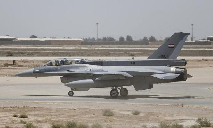 Tiêm kích F-16 Iraq triển khai ở căn cứ al-Balad. Ảnh: Reuters.