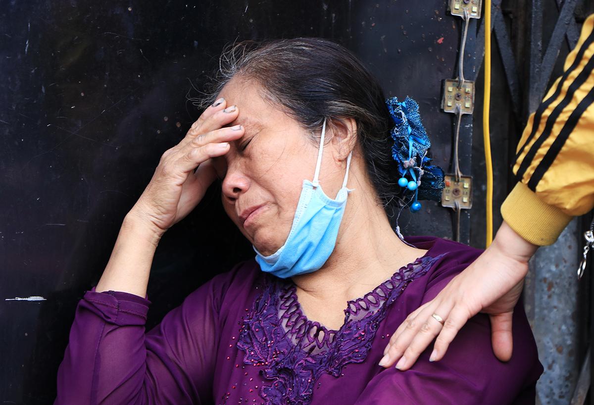 Vụ cháy nhà ở Hà Nội, 4 người chết: Người thân bất lực nhìn cửa hàng đồ sơ  sinh bốc cháy