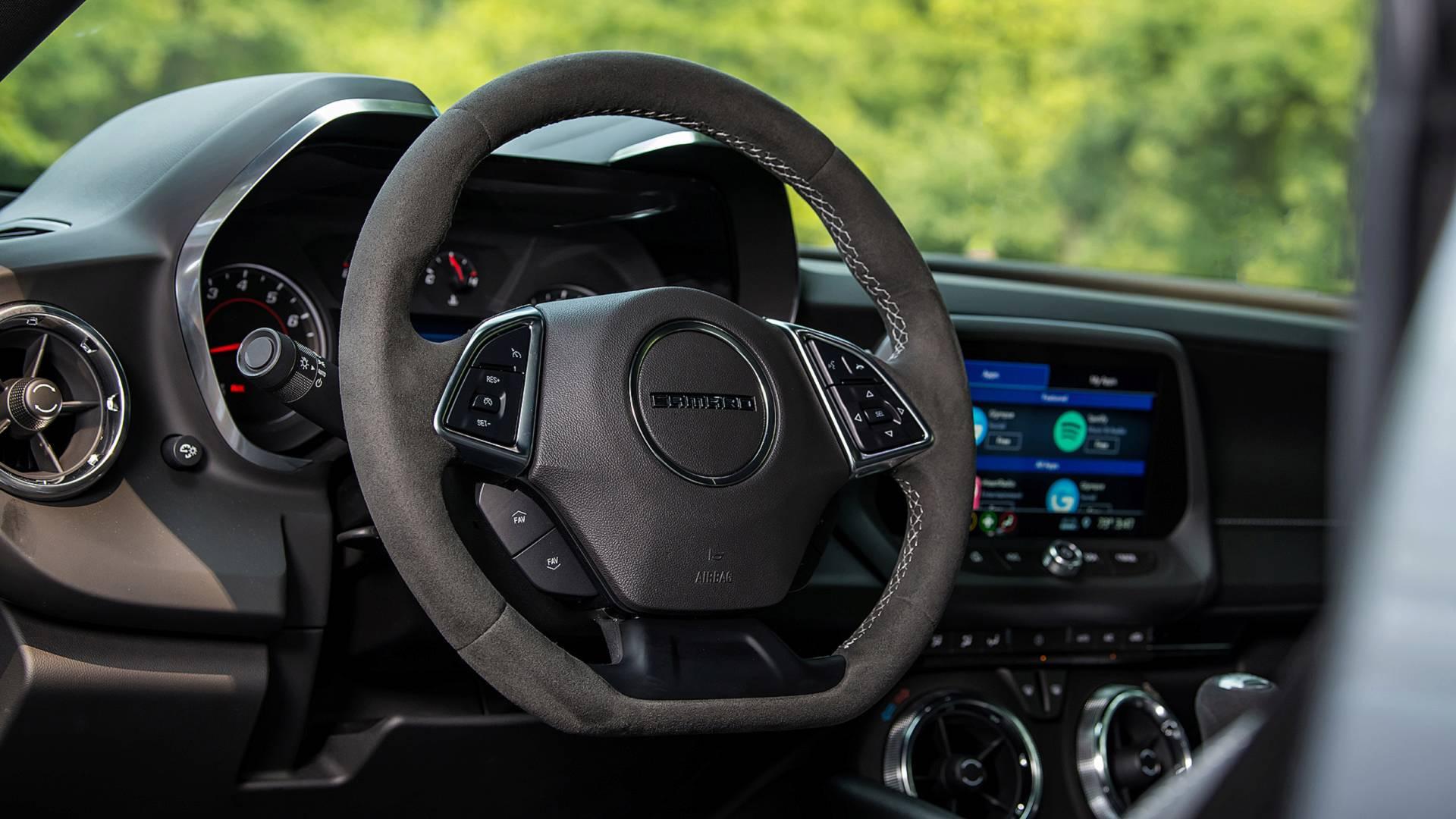 Vô-lăng Camaro. Ảnh: Chevrolet