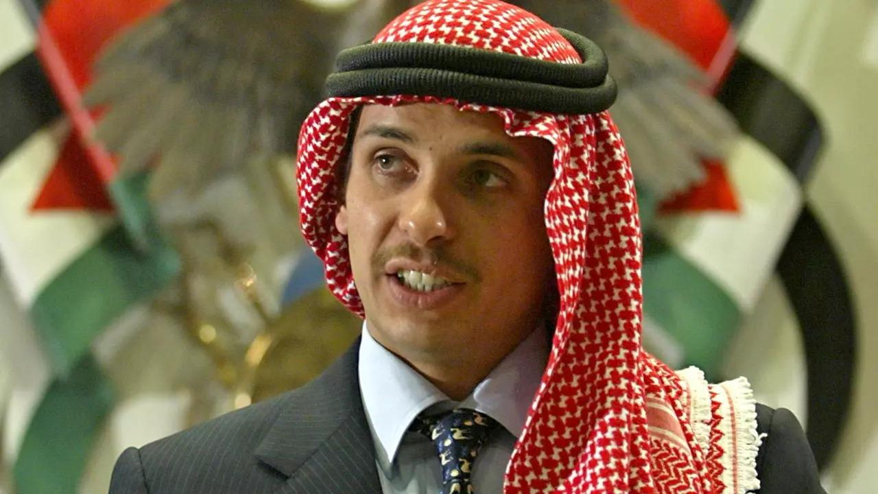 Hoàng tử Hamzah trong một sự kiện tại Amman hồi tháng 8/2004. Ảnh: Reuters