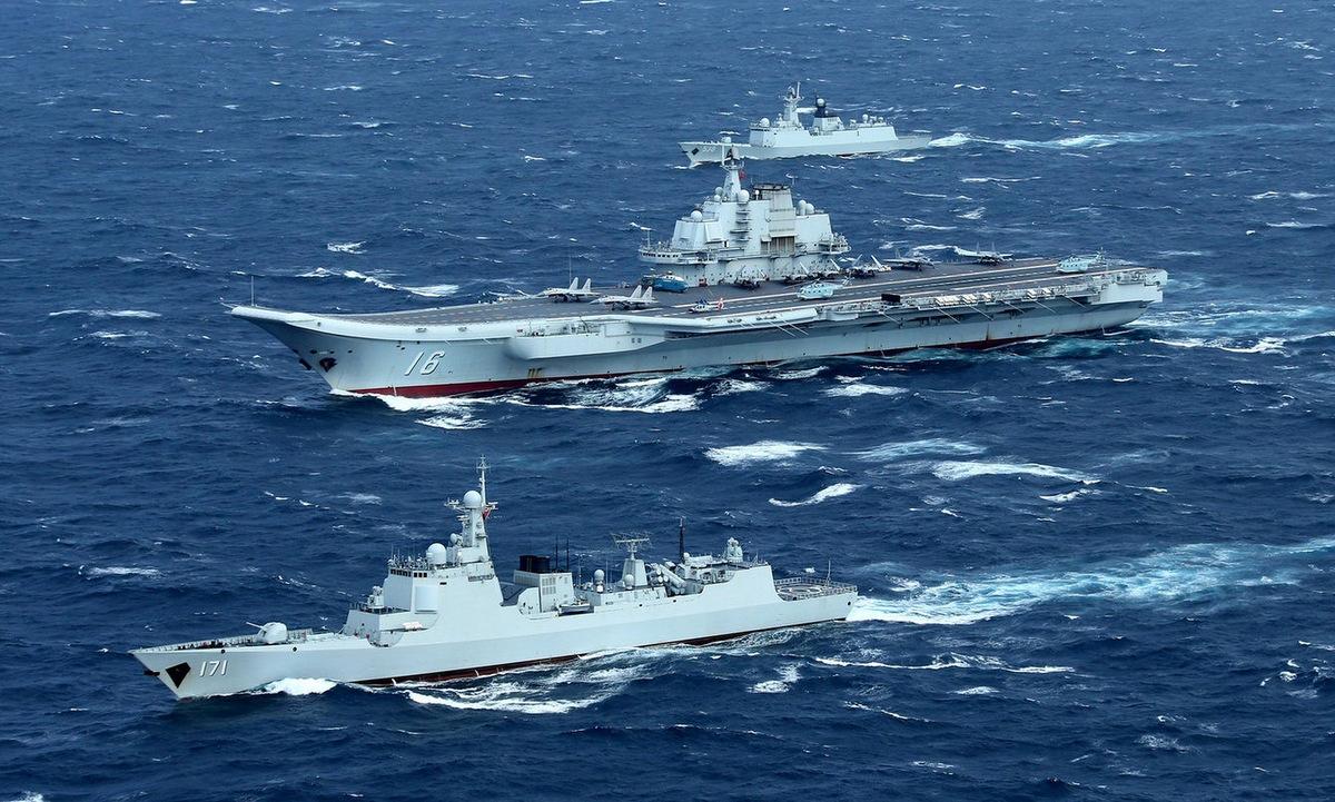 Nhóm tàu sân bay Liêu Ninh trong một chuyến huấn luyện năm 2020. Ảnh: Xinhua.
