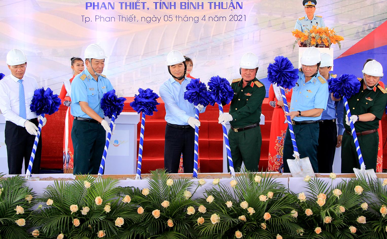 Lãnh đạo Bộ Quốc phòng cùng lãnh đạo Bình Thuận th