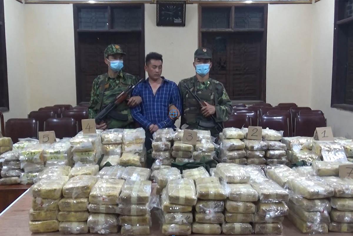 Nghi can người Lào Cai chở 227,5 kg ma túy rạng sáng 3/4. Ảnh: Biên phòng