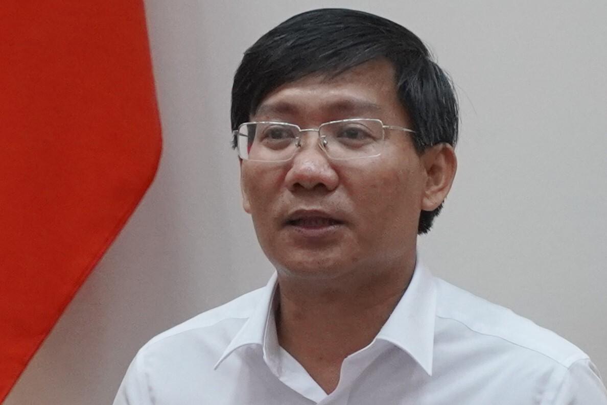 Ông Lê Tuấn Phong, chủ tịch UBND tỉnh Bình Thuận chủ trì cuộc họp, chiều 6/4. Ảnh: Việt Quốc.