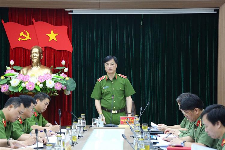 Thứ trưởng Bộ Công an Nguyễn Duy Ngọc phát biểu chỉ đạo tại Hội nghị giao ban trực tuyến. Ảnh: Bộ Công an