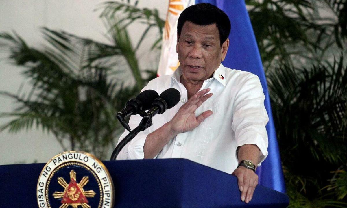 Tổng thống Philippines Rodrigo Duterte phát biểu tại sân bay quốc tế Davao, thành phố Davao, miền nam Philippines, tháng 9/2018. Ảnh: Reuters.