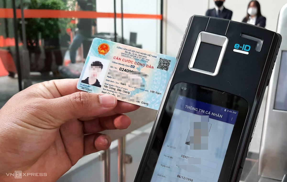 Thẻ Căn cước công dân gắn chip mới cấp cho công dân Ảnh: Bá Đô