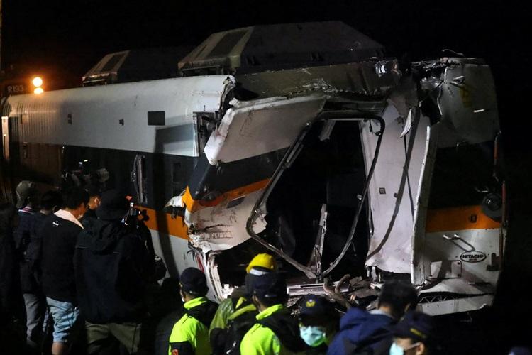Hiện trường vụ tai nạn khiến 50 người thiệt mạng trong đường hầm huyện Hoa Liên, đảo Đài Loan hôm 2/4. Ảnh: Reuters.