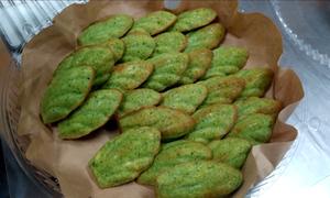 Làm bánh từ rau xanh