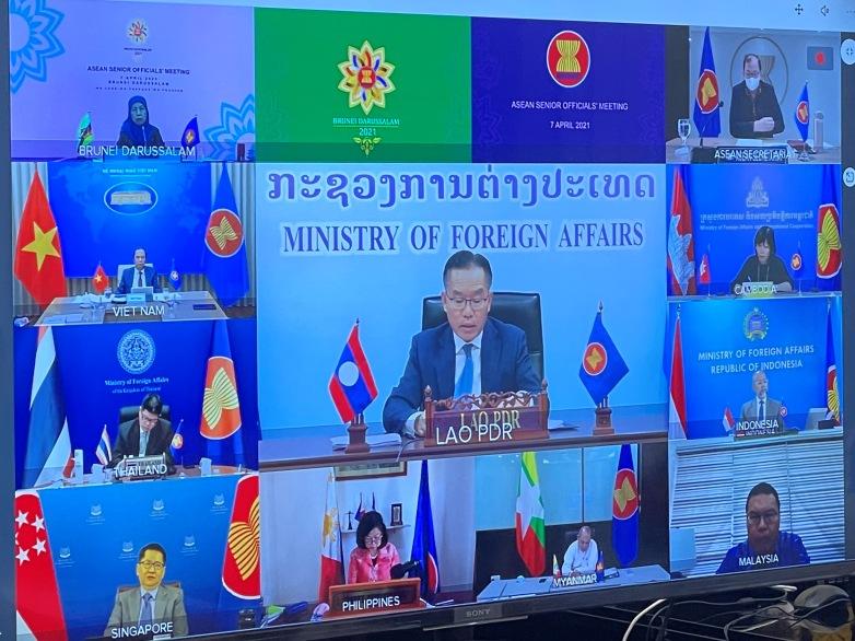 Các quan chức tham gia Hội nghị Quan chức Cao cấp ASEAN theo hình thức trực tuyến ngày 7/4. Ảnh: BNG.